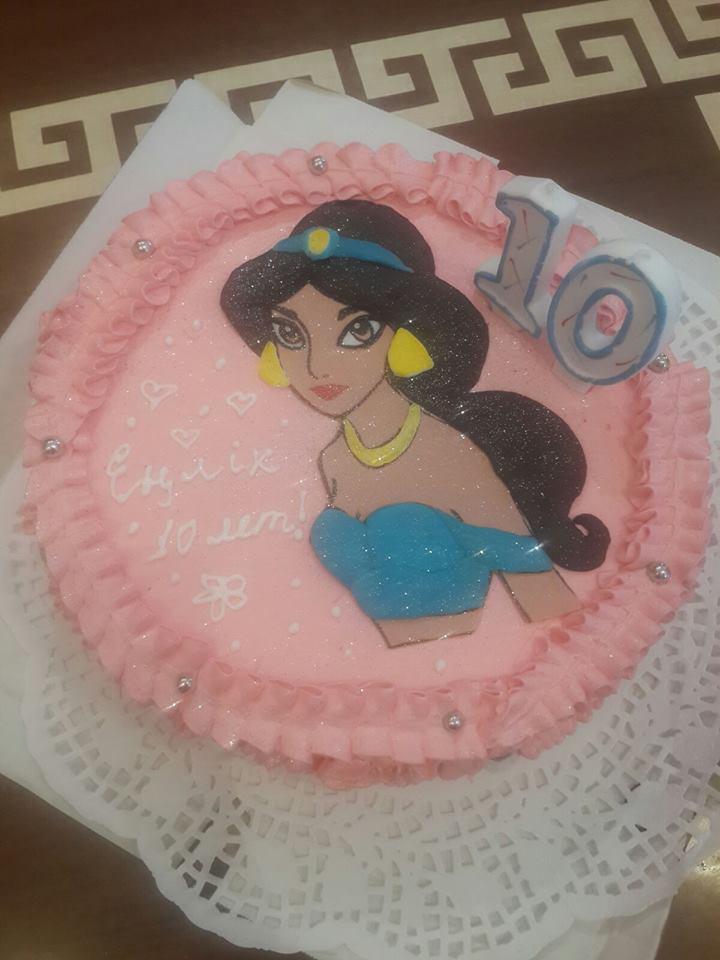 Тортик для еще одной маленькой принцессы ) Жасмин мы вылепили из сахарной мастики