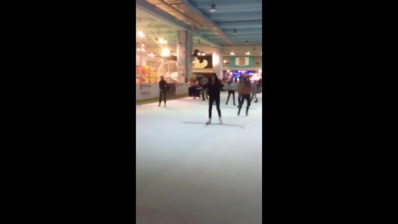 Коротко о том, как Сандра катается на коньках