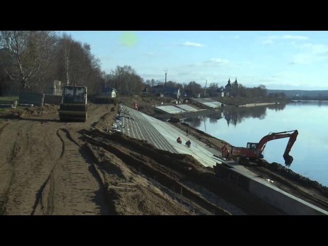Олег Кувшинников осмотрел ход работ по благоустройству набережной в Великом Уюге