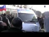 Митинг Как Пророссийские активисты разбивают автобус Детского дома Пилигрим