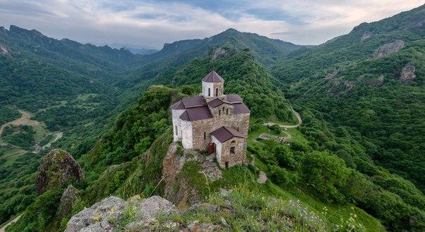 В Карачаево-Черкесии осквернили Шоанинский храм