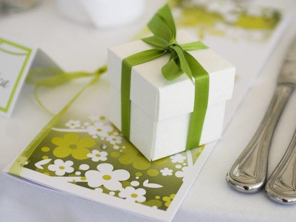 Салатовая свадьба. Букет из конфет