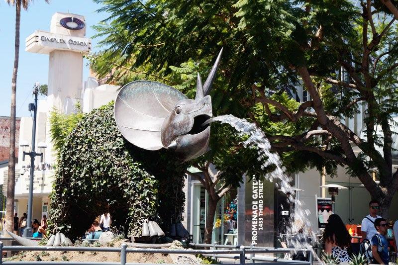 Статуя диназавра