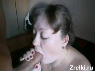 Трахнул в рот зрелую сисястую соседку busty mature neighbor mom sucks for young student