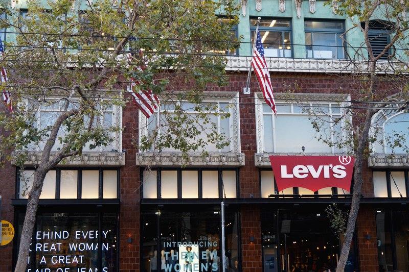 Магазин Levi's