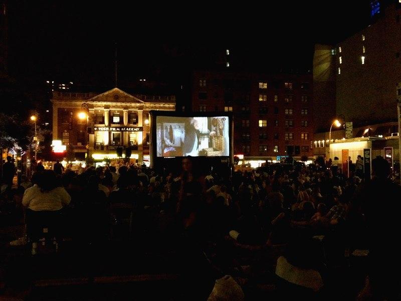 Кинотеатр на улице