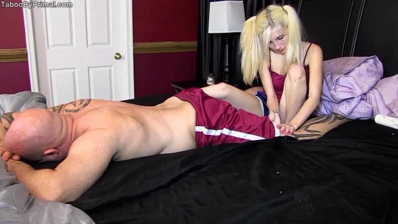 порно пристала к спящему отцу