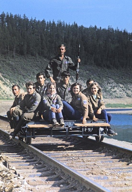 ZvWofheIbMg - 19 фото о счастливой жизни в СССР