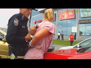 Задержанная Полицией Блондина которая совершила наезд на полицейского-оказала ...