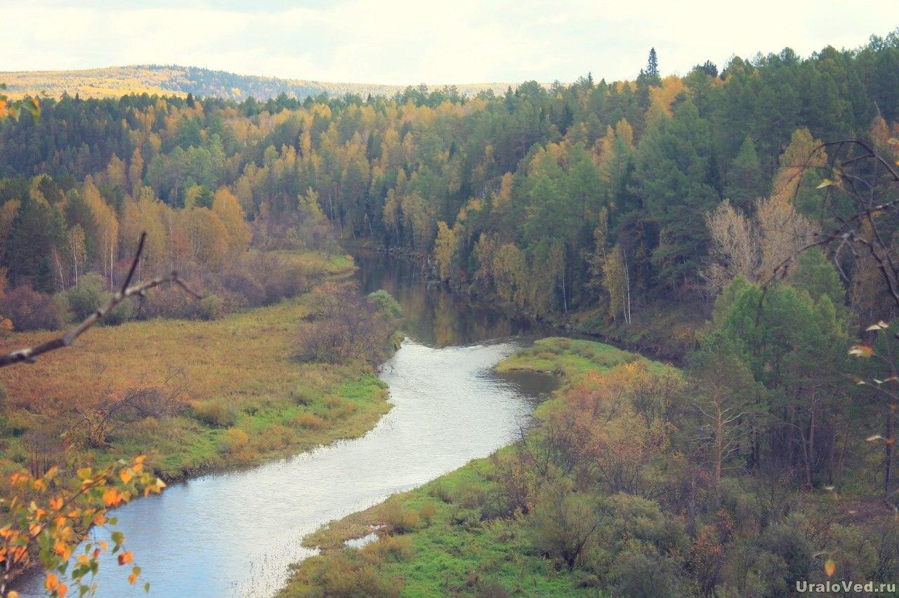 Река Серга со скалы Утопленник, ныне переименованной в скалу Светлую