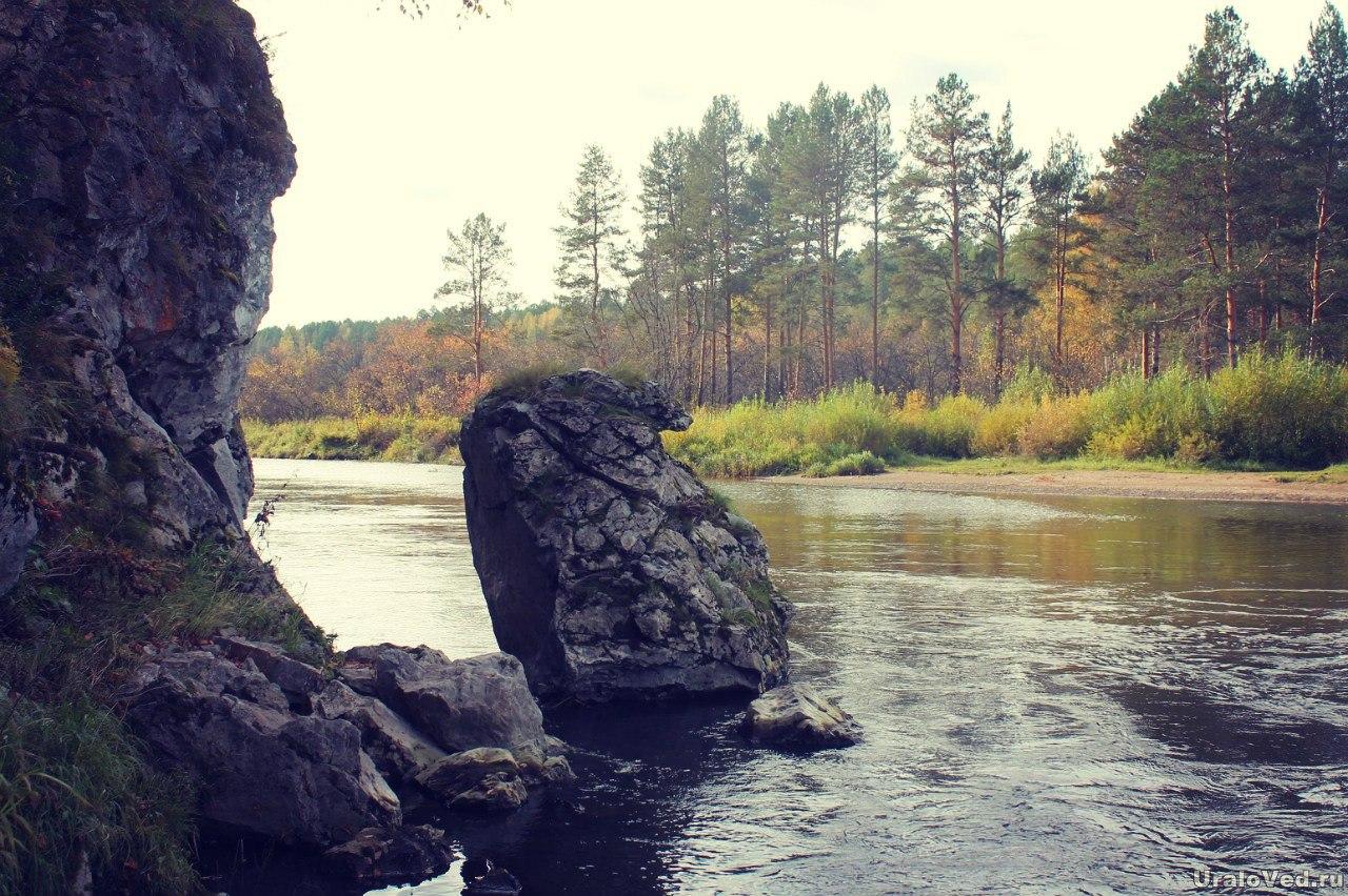 Камень в реке Серге