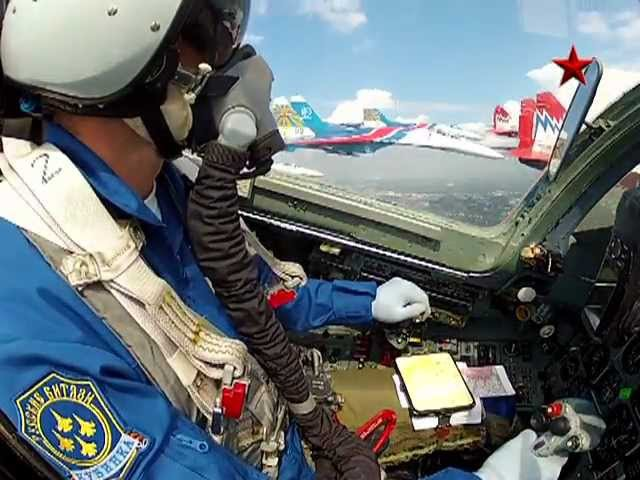 Пилотаж «Русских витязей» и «Стрижей» на 100-летии ВВС gbkjnf; «heccrb[ dbnzptq» b «cnhb;tq» yf 100-ktnbb ddc