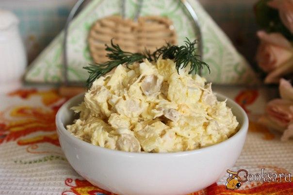 Салат с курицей, грибами и сыром #салат #кулинария #курица #грибы #вкусно #рецепты Этот салат один из любимых в моей семье, домашние просят приготовить его и в будние дни и к праздничному столу. Салат с курицей, грибами и сыром довольно незамысловатый, но вкусный и сытный. Попробуйте, возможно и вашей семье он придется по вкусу.
