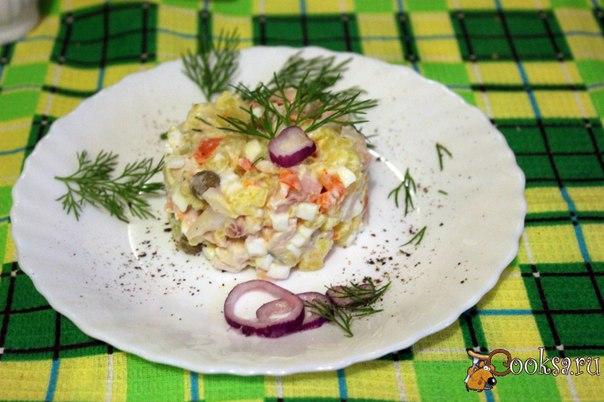 Картофельный салат с кальмарами Для семейного ужина или обеда, можно приготовить вкусный и сытный картофельный салат с кальмарами. Хотя и для домашнего праздничного застолья он тоже вполне подойдет. Готовится довольно просто и быстро. Овощи для салата можно сварить в микроволновой печи.Этот салат можно приготовить в другом варианте, заменив картофель на рассыпчатый рис.