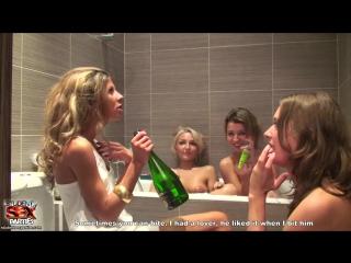Русское порно лесбиянок в ванной на вечеринке