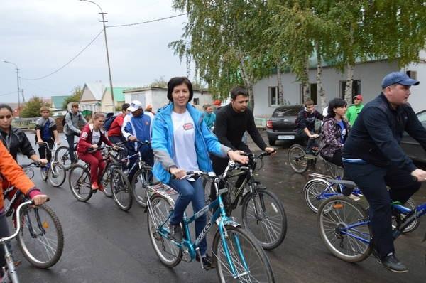 В Азнакаево больше 50 человек приняли участие в велопробеге против экстремизма