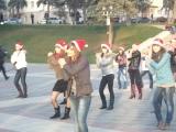 Флешмоб ...декабрь.....Настя-10 класс...встречают Новый Год- 2011г.....