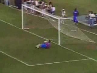 Velloso não pede barreira e Marcelinho faz gol épico