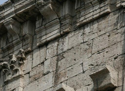 кто построил колизей в учебниках по истории написано, что колизей в риме построили римляне, как впрочем и город солнца (мегалитический комплекс в баальбеке). в литературе утверждается, что