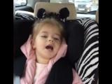 Девочка поет песню Димы Билана в машине, маленькая девочка перепела Билана,красивый голос,круто спела,шикарный голос,cover.кавер