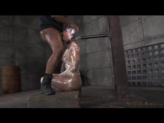 Засовывает свой хер в рот беспомощной мамке Sexually Broken - Syren De Mer » Dom