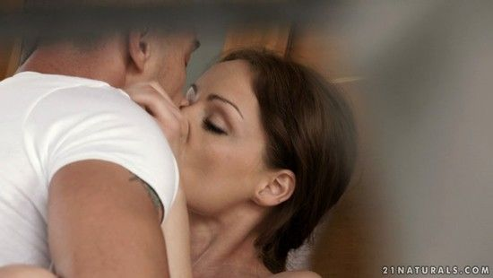21Naturals – Abril Gerald – Stayin In Bed