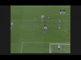 Гол Роналдиньо в ворота «Атлетико Мадрид»