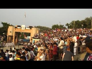 На церемонии закрытия индо-пакистанской границы