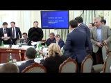 Аваков при Порошенко и Яценюке поругался и кинул в Саакашвили стакан с водой