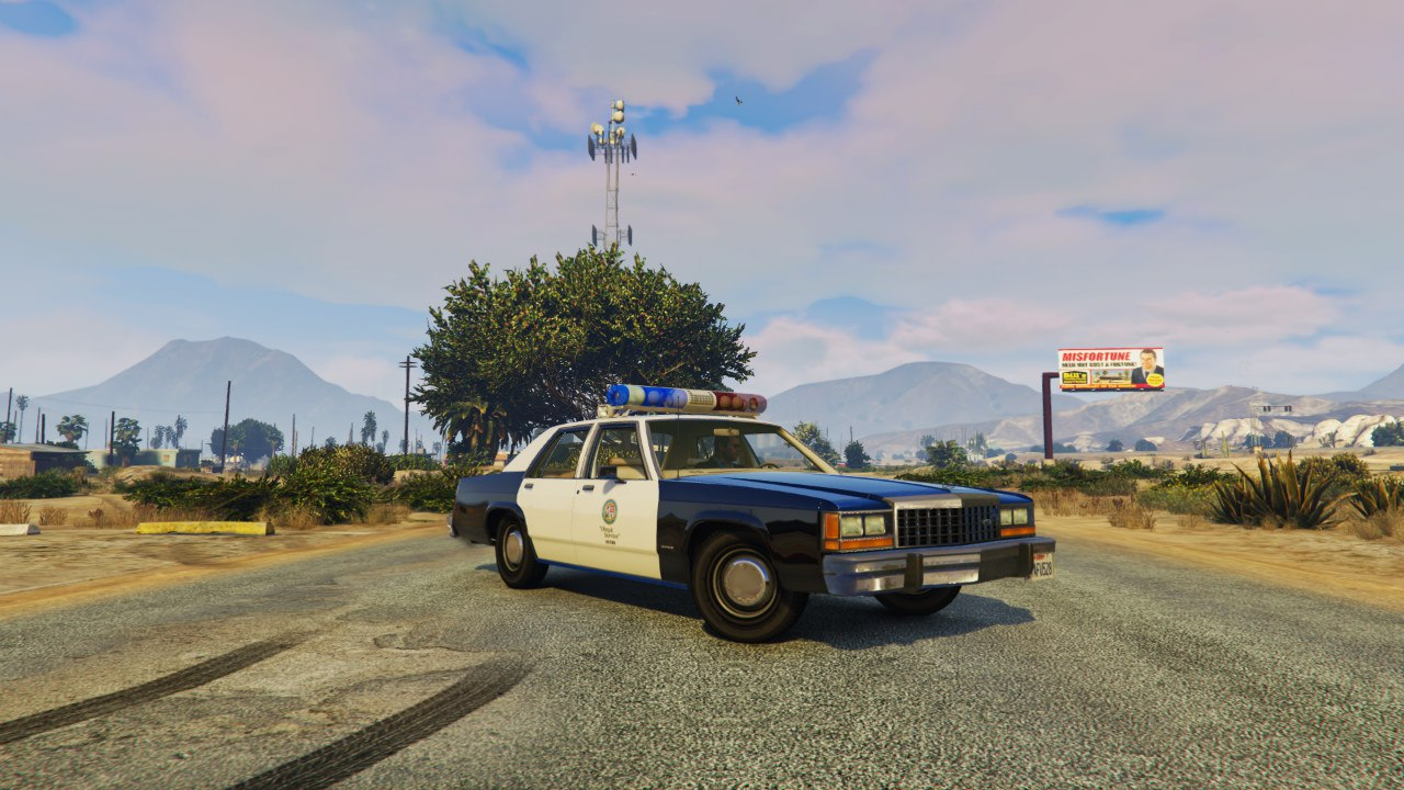 LSPD 1991 Caprice and 1987 Crown Victoria LTD для GTA V - Скриншот 1