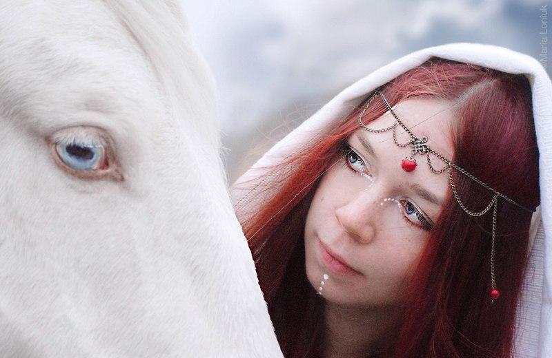 Алиса - изабелловая лошадь с красивыми голубымими глазами