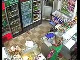 В Сети появилось видео, снятое на камеру видеонаблюдения в одном из магазинов оккупированного Симферополя   Видео выложено в You