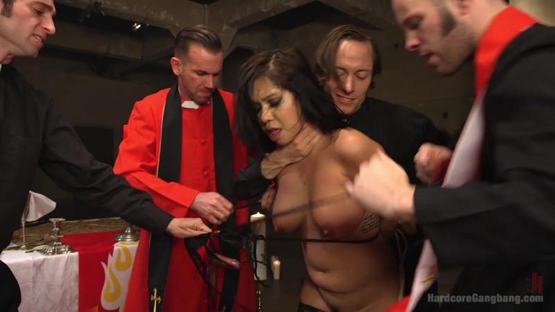 Скромную монашку жестко ебут - HD порно видео