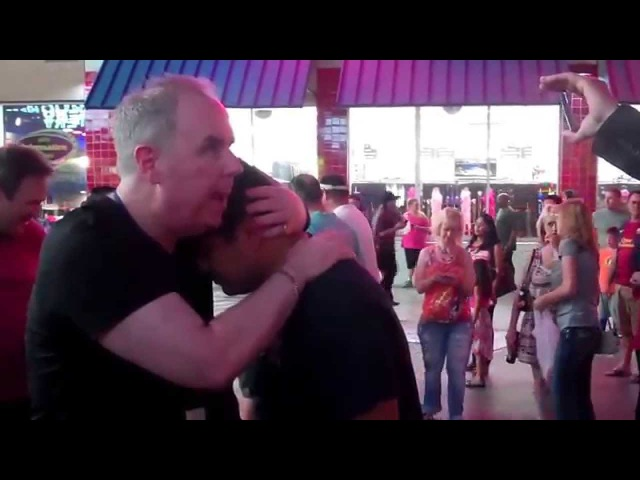 "John ""The Trance-Master"" Cerbone - Street Hypnosis Demos– Freemont Street, Las Vegas, NV– 7-14 pt2"