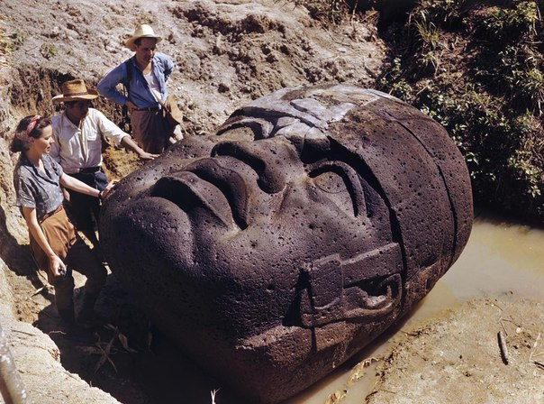 Каменные головы ольмеков (Мексика).