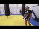 Как научиться бить -вертушки-- Анвар Абдуллаев и Андрей Басынин тренируют удары ногами с разворота