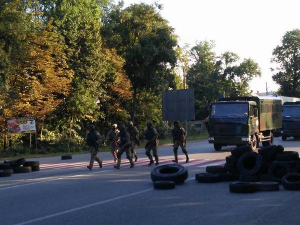 Видео с места перестрелки в Мукачево. Фотографии, комментарии. Правый сектор против МВД Украины.