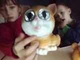 котик і песик яких світять очі