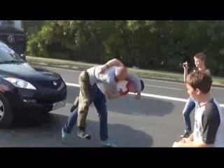 ☼Приколы. Эпично кинул на асфальт! СтопХам - борьба с нарушителями на дороге.