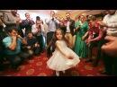 Девочка зажигает на армянской свадьбе