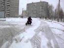 Дрифт на скутере зимой по снегу. scooter drift winter, drifting moped