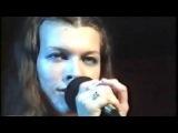 Мила Йовович - Ой у гаю при Дунаю. Мила Йовович поёт Украинскую песню. Milla Jovovich - In A...
