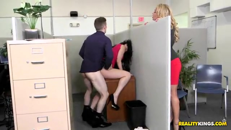 Ryan Smiles ( Office fling, Порно новинки HD, Секс в офисе, 1on1, Asslick, Bigass,