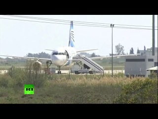 Угонщик продолжает удерживать самолет EgyptAir в аэропорту Ларнаки