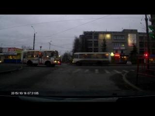 Сохранился перед перекрёстком. Архангельск.