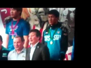 Пинигин вытолкнул казахского тренера из кадра