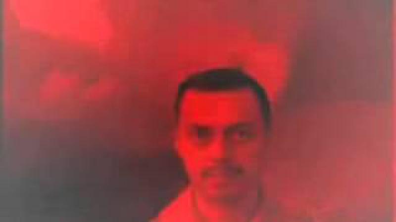 запрещенный ролик красный фон мужик смотрит на тебя посмотреть