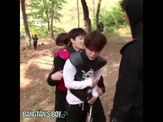 JIMIN LET HIS ASS GET GRABBED IM FUCKING- JUNGKOOK FUCKING GRABBED HIS ASS TOO WHAT IS THIS WORLD-
