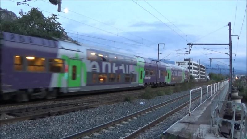 Des Trains au bord de lIsere