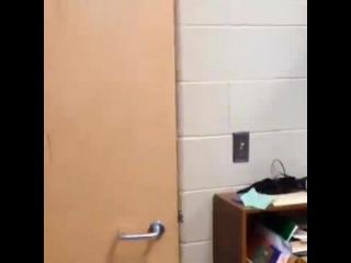 когда учитель выходит с класа